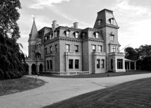 Northwest corner of Chateau-Sur-Mer